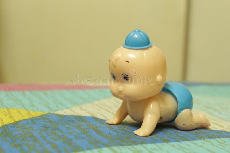 Gulligt behandla som ett barn leksaken fotografering för bildbyråer