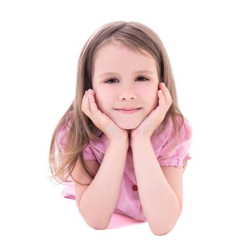 Gulligt fundersamt ligga för liten flicka som isoleras på vit fotografering för bildbyråer