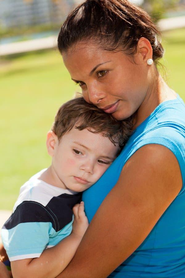 gulligt nätt kvinnabarn för pojke royaltyfria bilder