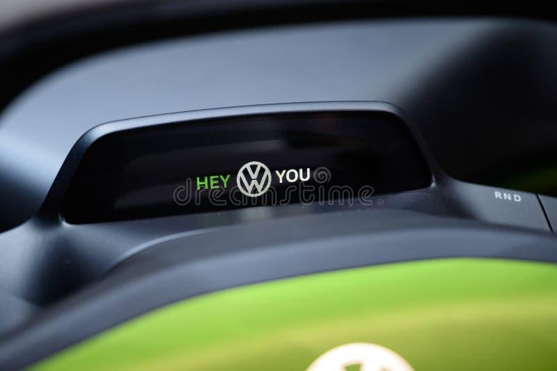 Gulligt som ett fel: Volkswagen I D Barnvagnbegrepp arkivfoton