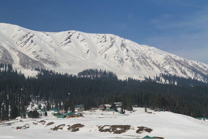 Gulmarg Srinagar, Indien: Härligt landskap med snöberget royaltyfria bilder