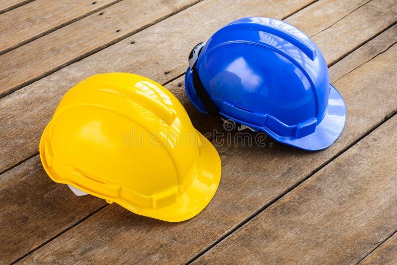 Gulna, slösa den hårda hatten för konstruktion för säkerhetshjälmen för säkerhetsproj arkivfoton
