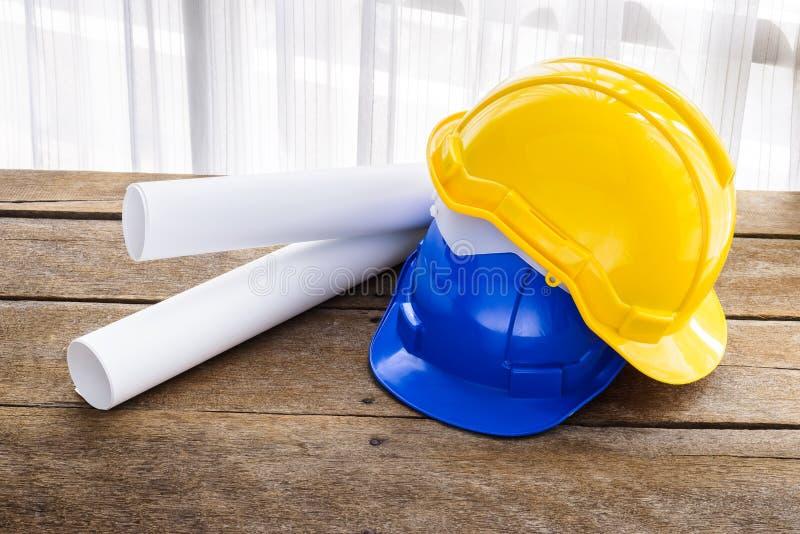 Gulna, slösa den hårda hatten för konstruktion för säkerhetshjälmen för säkerhetsproj royaltyfri foto