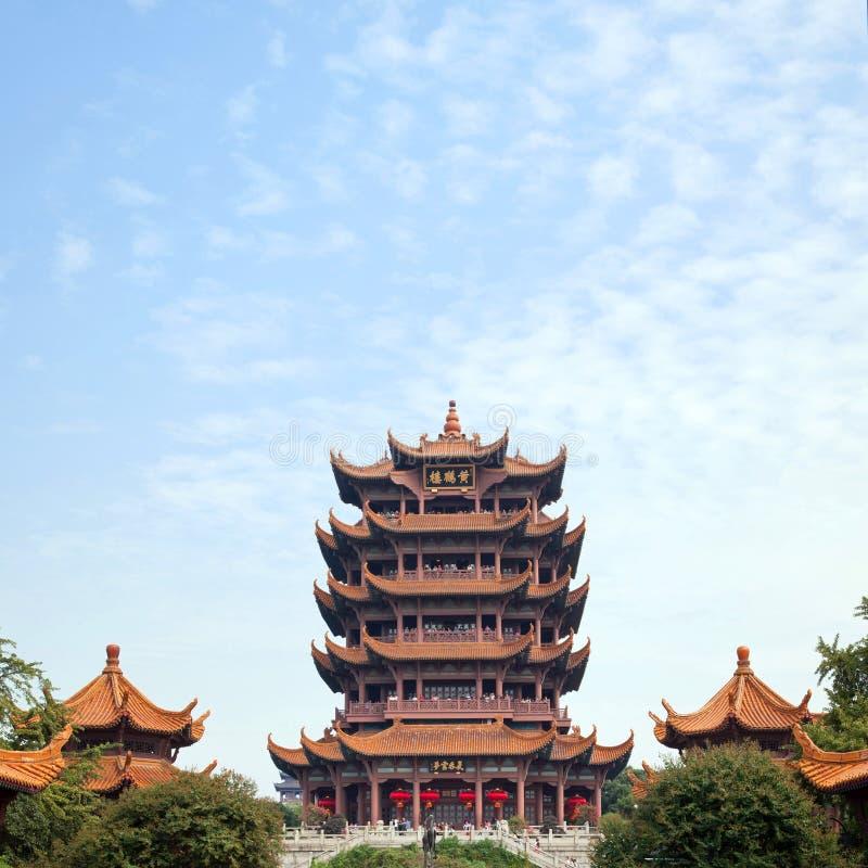 Gult krantorn Wuhan Kina arkivbild