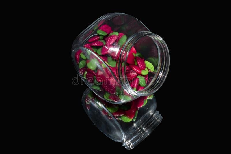 Gummiartig von den Erdbeeren in einem Glas lizenzfreie stockfotografie