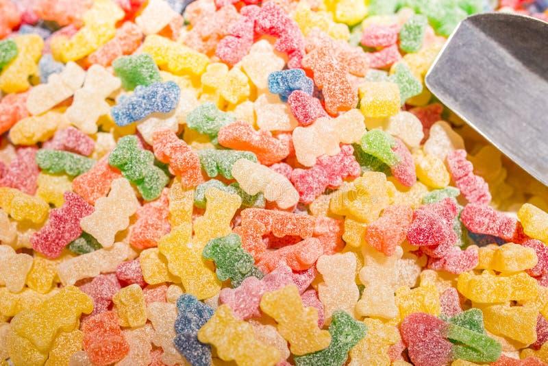 Gummiartige Bärn-Süßigkeit bedeckt mit saurem Zucker stockfotos