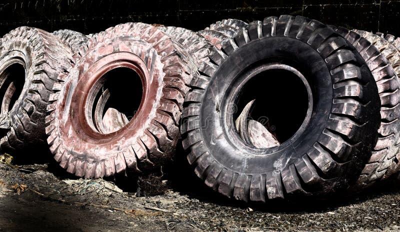 Gummihjulåtervinningbransch arkivbilder