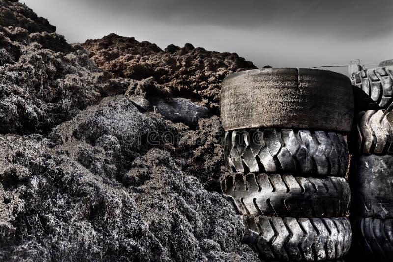 Gummihjulåtervinningbransch arkivfoton