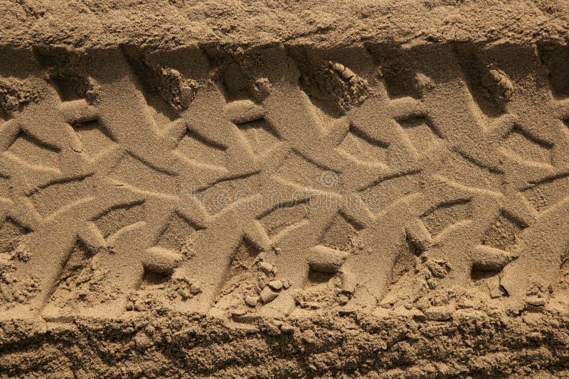 gummihjul för sand för kvadrat för strandbilfotspår arkivfoto