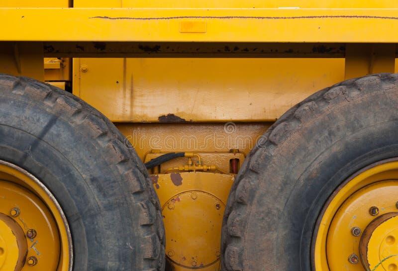 Gummireifen auf Aufbaufahrzeug stockbild