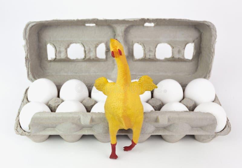Gumowy kurczak z jajkami zdjęcia royalty free