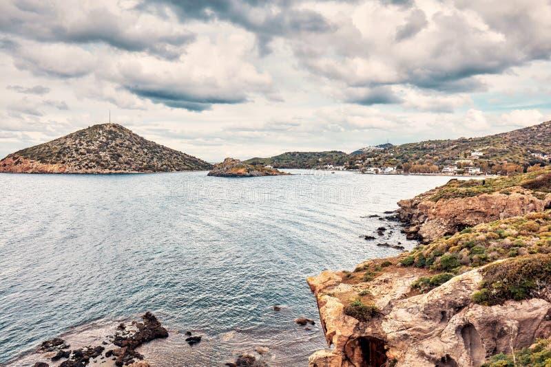 Gumusluk海湾在博德鲁姆,Mugla,土耳其喜怒无常的看法在一个多云冬日 免版税库存照片