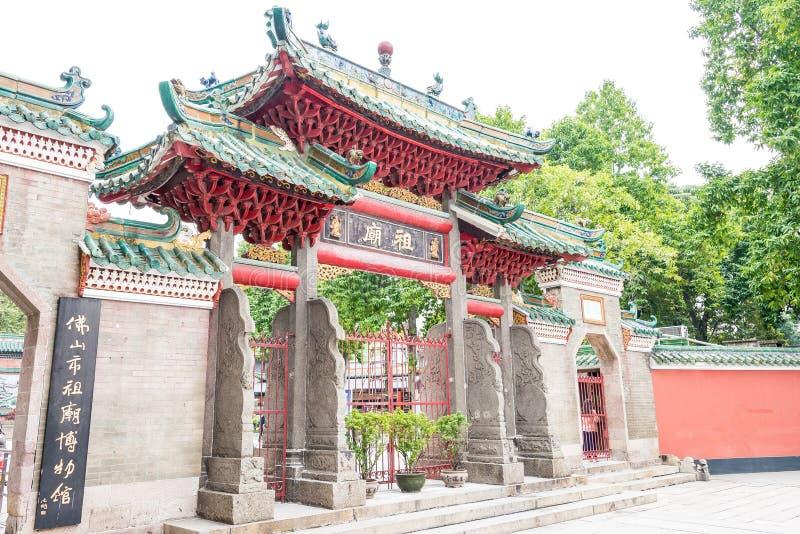 GUNAGDONG, CHINA - 28 de noviembre de 2015: Templo ancestral de Foshan (Zumiao T fotos de archivo