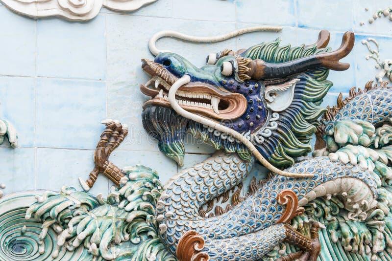 GUNAGDONG, CHINA - 28 Nov. 2015: Dragon Relief in Foshan Ancestra stock afbeelding