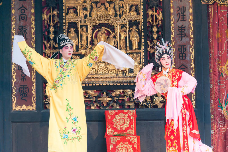 GUNAGDONG, CHINA - 28. November 2015: Chinesische Oper in Foshan Ancestra lizenzfreie stockbilder
