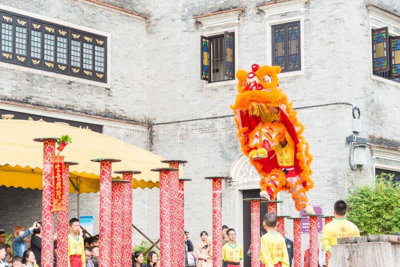 GUNAGDONG, CHINE - 28 novembre 2015 : Lion Dance à Foshan T héréditaire photos stock