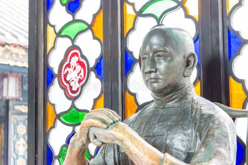 GUNAGDONG, CHINE - 28 novembre 2015 : Wong Fei-a accroché la statue chez Wong Fei photo libre de droits