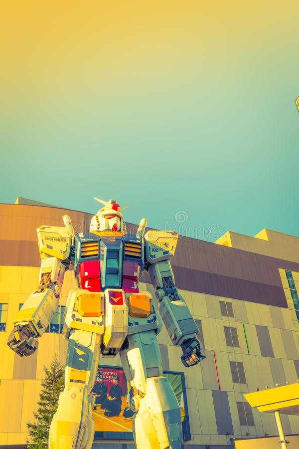 Gundam-Leistungen der natürlichen Größe außerhalb Piazzas DiverCity Tokyo, Oda lizenzfreie abbildung