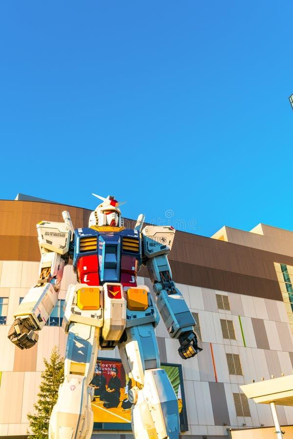 Gundam-Leistungen der natürlichen Größe außerhalb Piazzas DiverCity Tokyo, Oda vektor abbildung