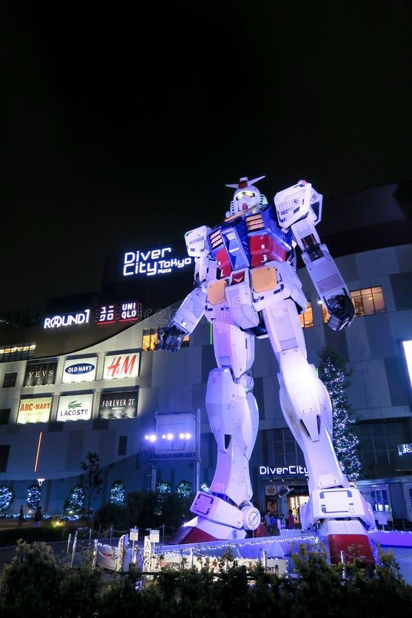 Gundamstandbeeld voor Duiker City, Odaiba, Tokyo stock afbeelding