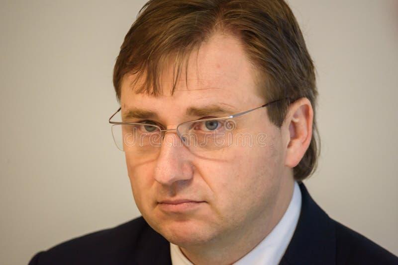 Gundars Berzins, economista, eleito presidente da placa de Olainfarm fotos de stock royalty free