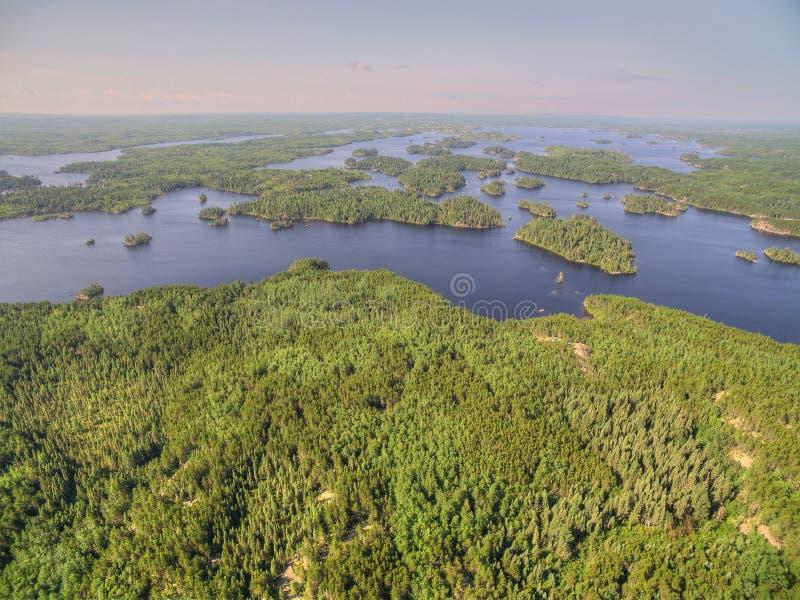 Gunflintsleep in Noordelijk die Minnesota van hierboven door DroneRoc wordt gezien royalty-vrije stock foto
