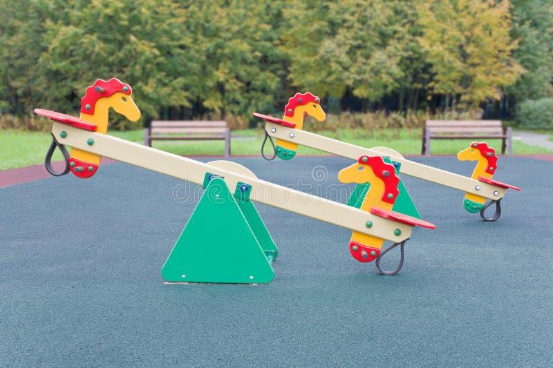 Gungbräde för lekplats royaltyfri fotografi