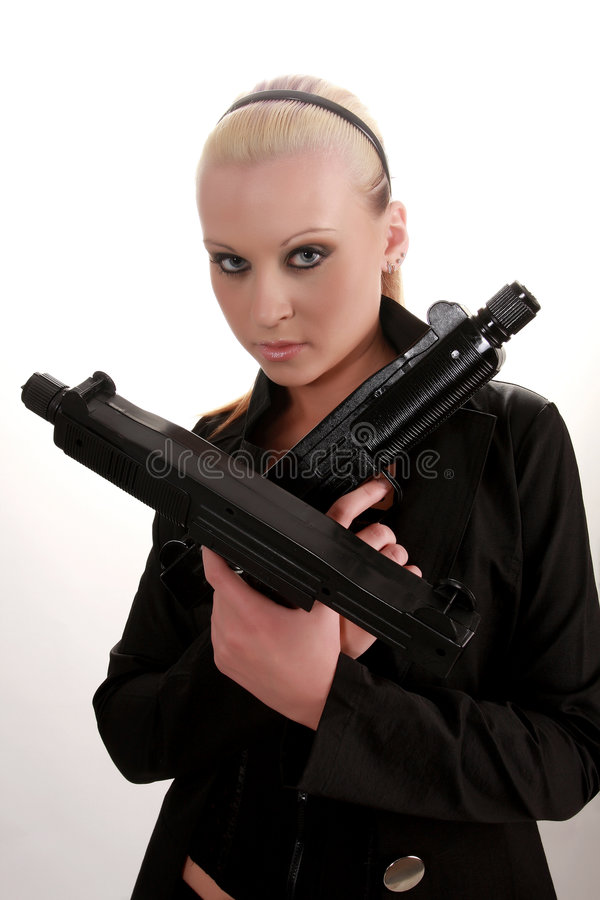 Download Gungirl стоковое изображение. изображение насчитывающей очарование - 6868495