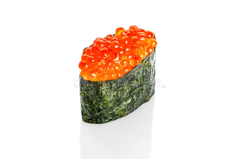 Gunkan sushi med laxkaviaren royaltyfri foto
