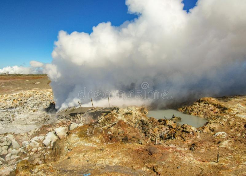Gunnuhver geotermiczny teren - Krà ½ suvÃk, Seltun, Globalny Geopark, Geotermiczny aktywny teren w Iceland fotografia royalty free
