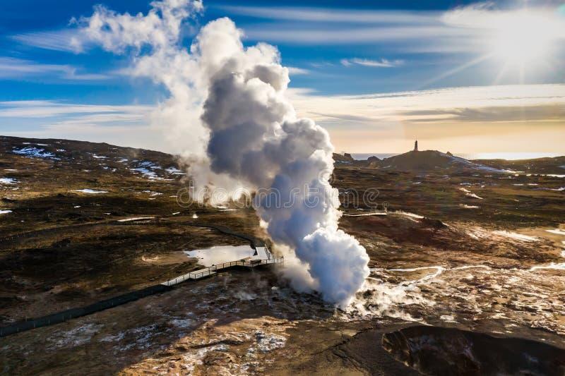 Gunnuhver geothermisch gebied bij zonsondergang, Reykjanes-schiereiland, IJsland royalty-vrije stock afbeeldingen