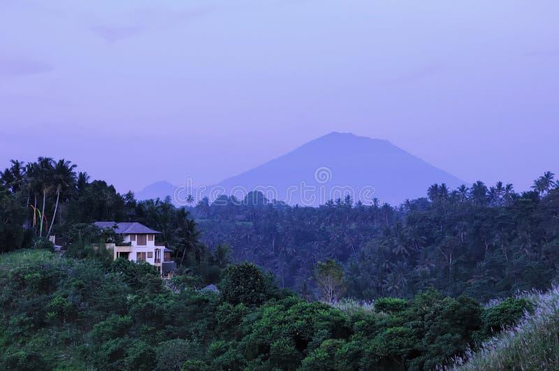 Gunung Agung in Bali stockfotos