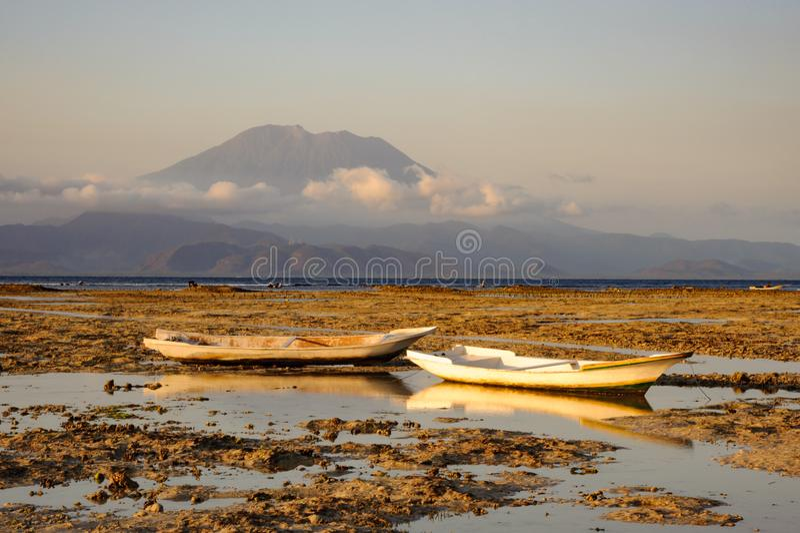 Gunung Agung od Nusa Lembongan zdjęcia stock