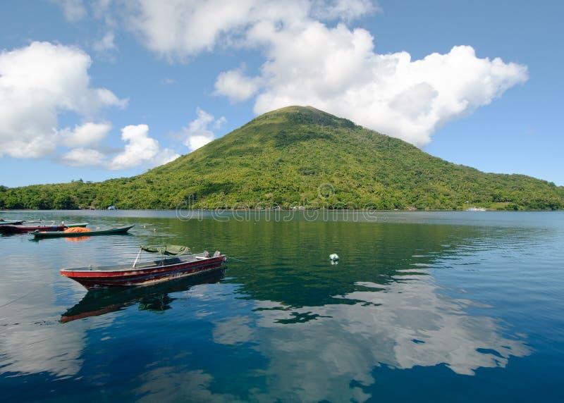 Gunung Api vulkan, Banda öar, Indonesien royaltyfri fotografi