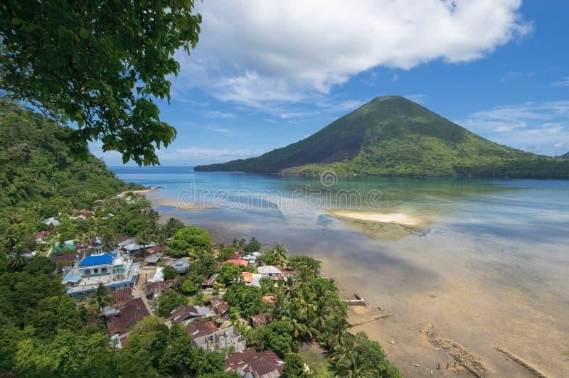 Gunung Api vulkan, Banda öar, Indonesien royaltyfria bilder