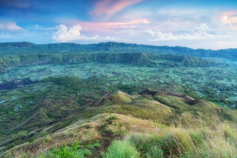 Gunung Batur, vista scenica dalla cima del vulcano alla caldera, Bali, Indonesia fotografie stock libere da diritti