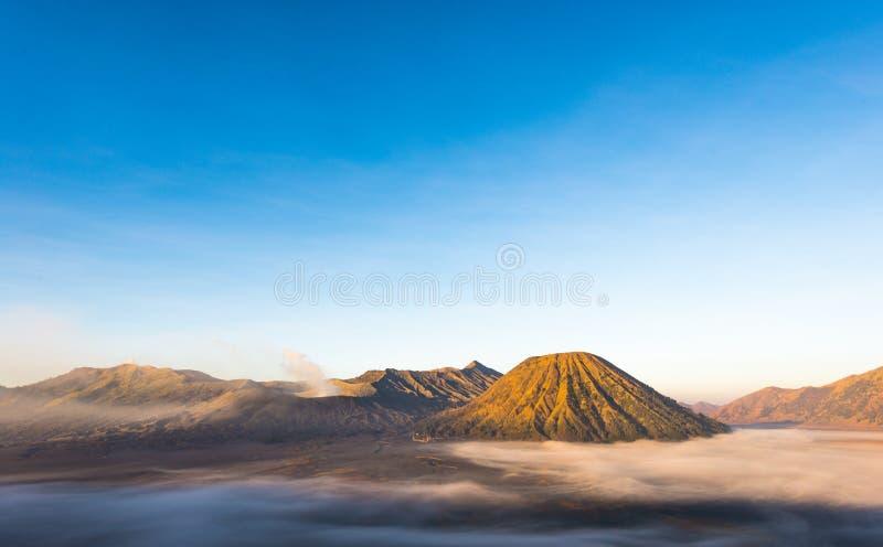 Gunung Bromo, zet Batok en Gunung Semeru van Onderstel Penanjakan in Java, Indonesië wordt gezien op dat royalty-vrije stock foto's