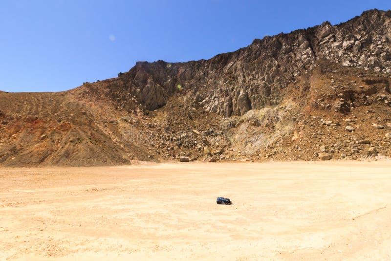gunung Inerie,弗洛勒斯,印度尼西亚火山的火山口  免版税库存照片