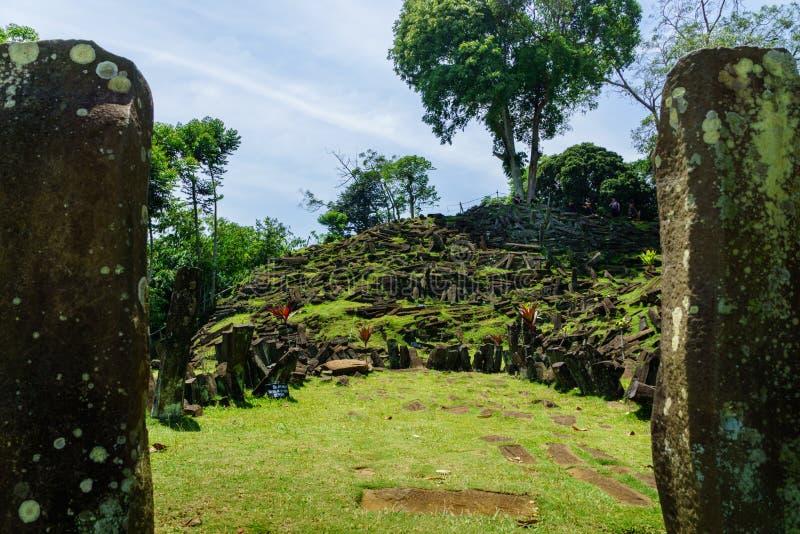 Gunung Padang Megalityczny miejsce w Cianjur, Zachodni Jawa, Indonezja obraz royalty free