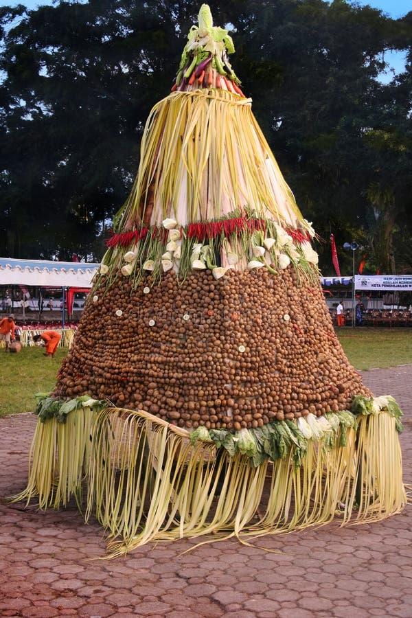 Gunungan, no âmbito da celebração do aniversário do wonosobo fotografia de stock