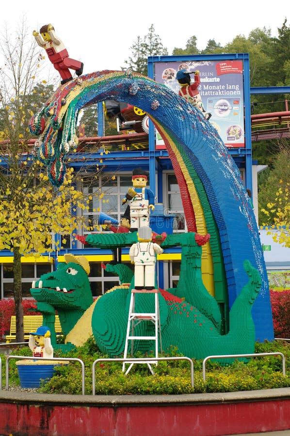 GUNZBGUNZBURG, ΓΕΡΜΑΝΙΑ - ΤΟΝ ΟΚΤΏΒΡΙΟ ΤΟΥ 2013: δεινόσαυρος από τα τούβλα LEGO τον Οκτώβριο του 2013, Gunzburg, Γερμανία EuropeU στοκ εικόνες