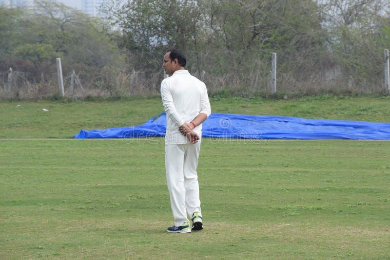 Gurgaon India - 2019年3月3日:明日田野全长板球运动员,田野运动员 库存照片