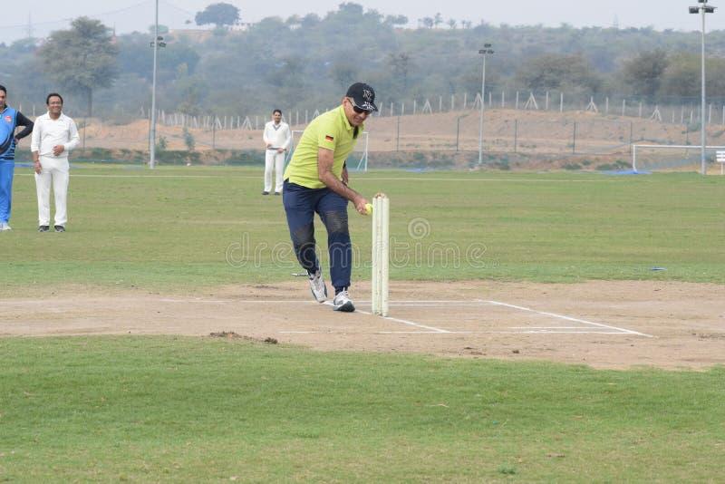 Gurgaon India - 2019年3月3日:明日田野全长板球运动员,田野运动员 免版税库存图片