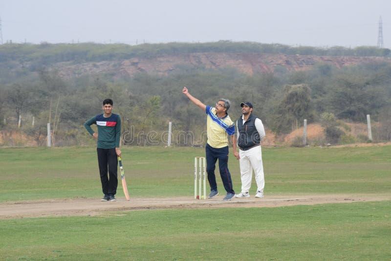 Gurgaon India - 2019年3月3日:明日田野全长板球运动员,田野运动员 免版税库存照片