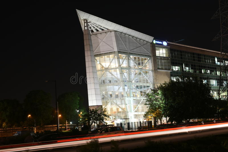 Gurgaon Indien: Augusti 15th, 2015: Berömt DLF-kontorskomplex i Gurgaon under natttimmar royaltyfria foton