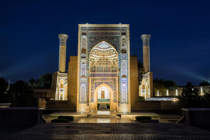 Guri Amir in Samarkand bij nacht stock foto's
