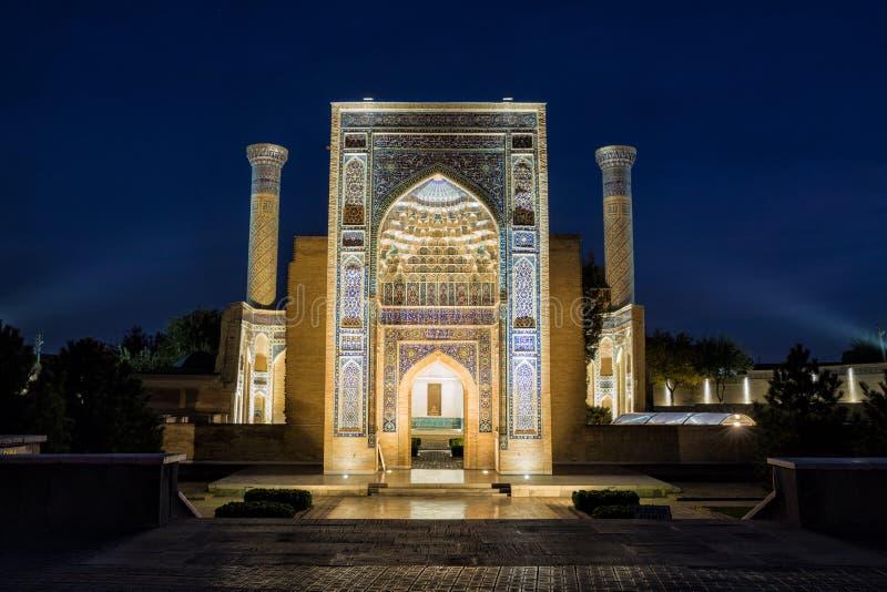 Guri Amir in Samarkand nachts stockfotos