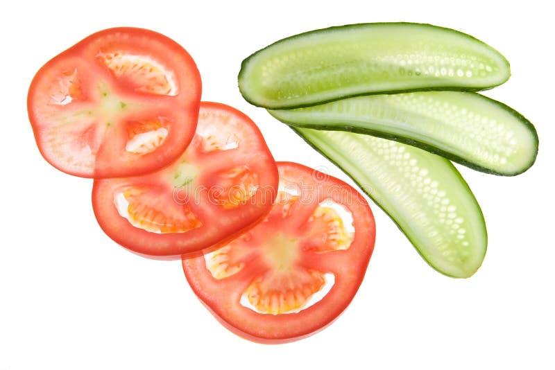 gurkan skivar tomaten arkivfoto