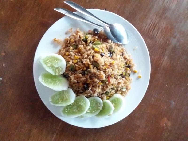 Gurkan stekte ris från indones royaltyfria foton