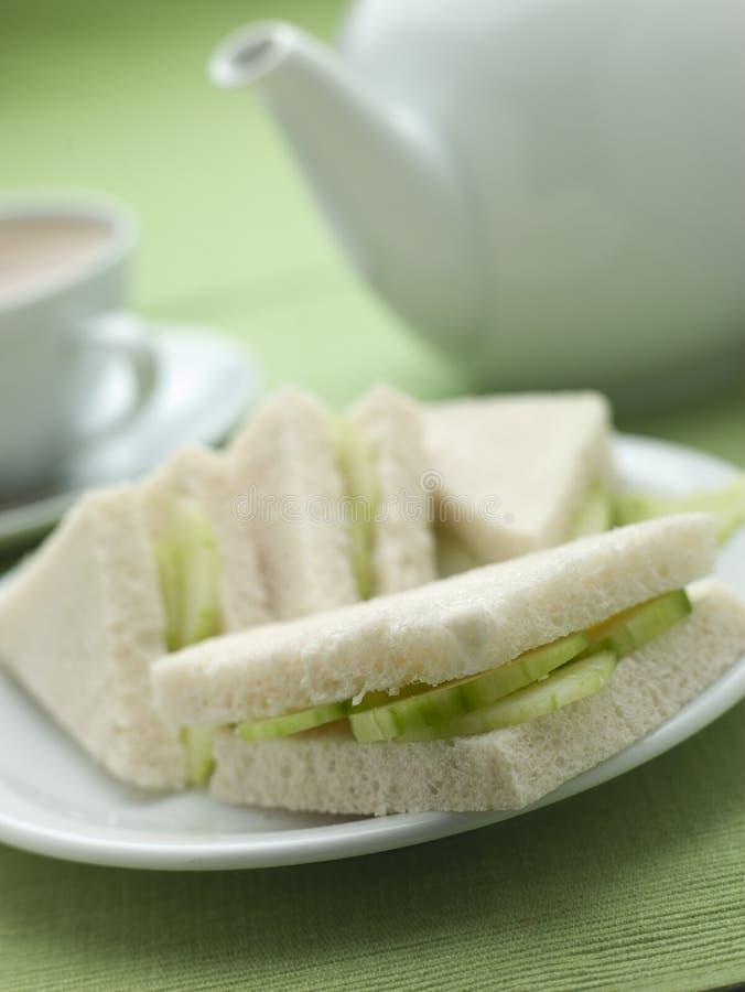 Gurke-Sandwich auf weißem Brot lizenzfreie stockbilder